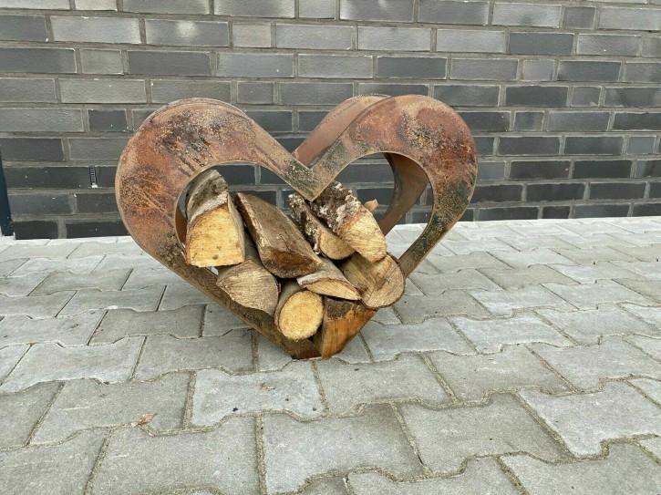 Herz aus Metall, Holz-Regal, Edel-Rost, Garten Terrasse, Deko